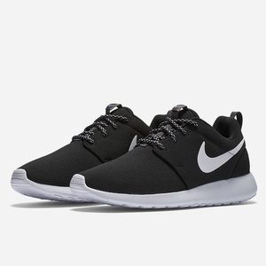 NWT Women's Nike Roshe One
